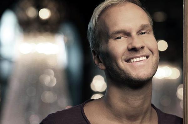 AVSLUTAT / Gabriel Forss leder musikkonsert på World Aids Day ikväll!