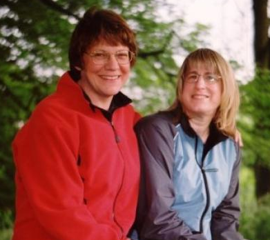 Lesbiskt par gifte sig efter 11 års väntan