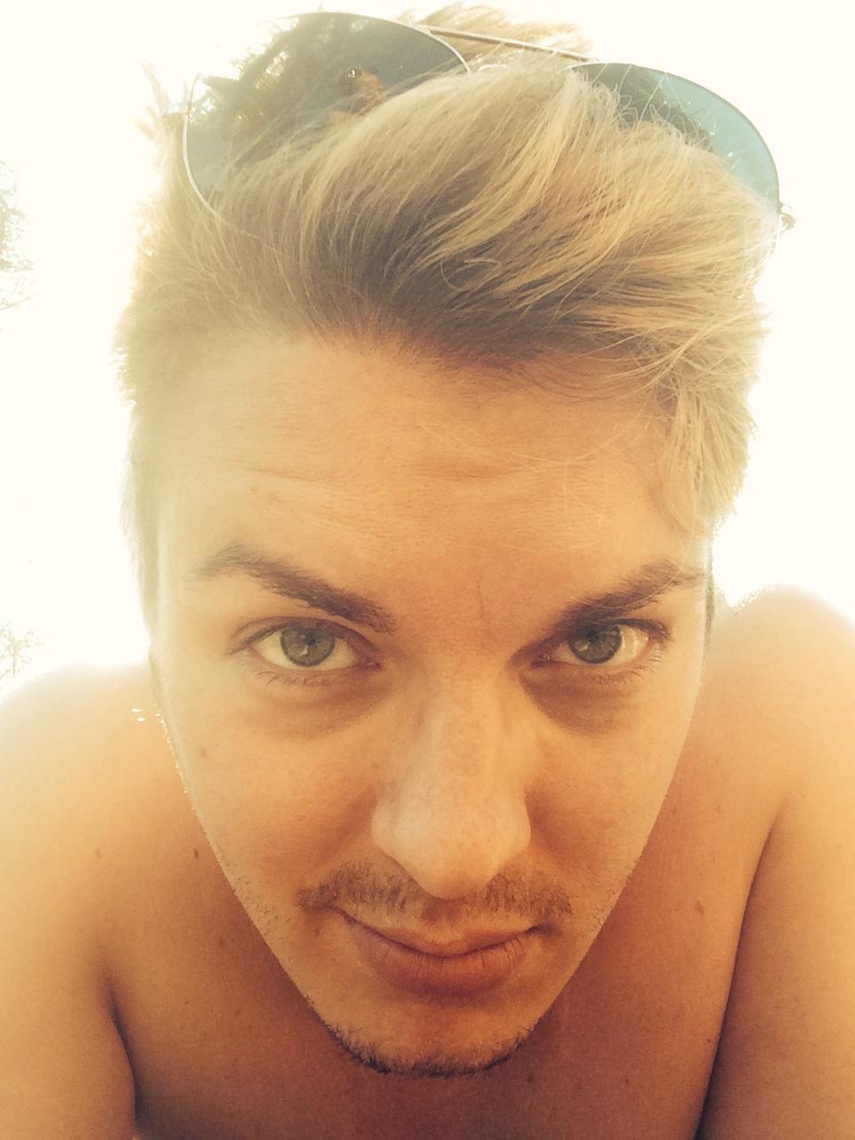 """Fredrik Wallberg: Vännerna kallar mig """"price of selfie"""""""