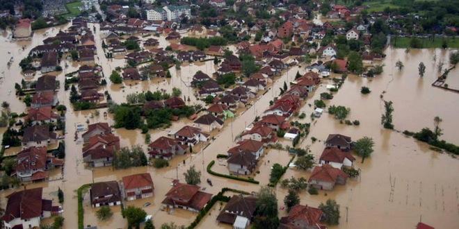 Homosexuella skippar pride för att hjälpa till i översvämningarna