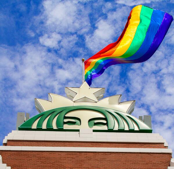 Starbucks hissar stolt upp prideflaggan!