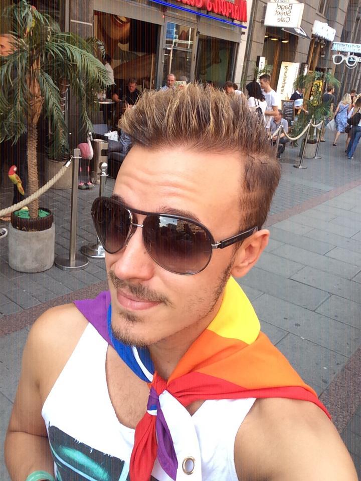 Gaybloggare polisanmäler kommentar – uppmanades hänga sig själv