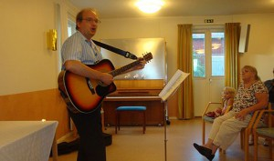 Christer Åberg med gitarr