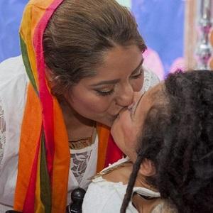 Iranska lesbiska paret flydde hemlandet och gifte sig i Sverige