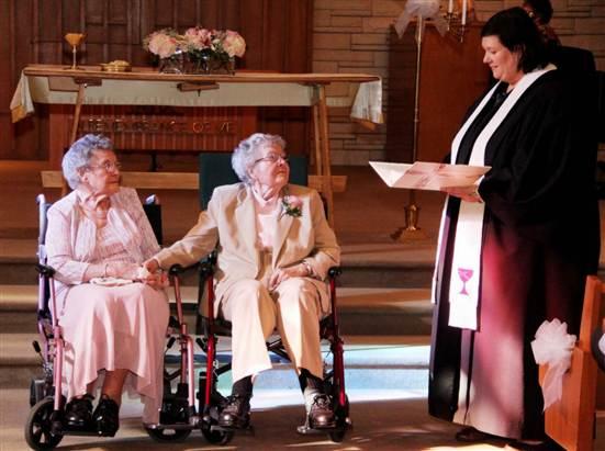 Tantkärlek på allvar – Vivian och Alice gifter sig i 90-årsåldern