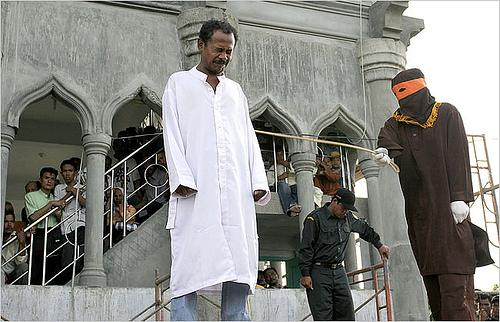 Islamistiska lagar för homosexuella: 100 piskrapp, 100 månader i fängelse eller 1 kilo guld i böter