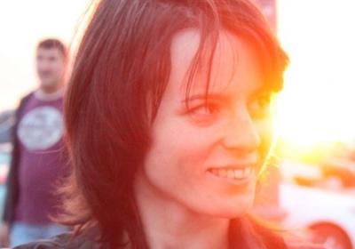 Lesbisk danslärare hittades mördad – hade halsen uppskuren