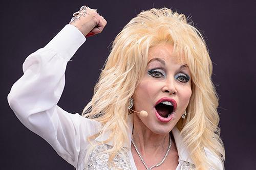 """Dolly Parton till attack mot kristna homofober: """"ni är syndare!"""""""
