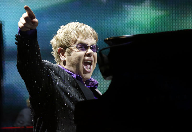 Elton John till attack mot rysk Apple-bojkott