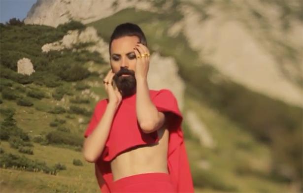 """Han är Bosniens """"Conchita Wurst"""" – en ny musikstjärna alla pratar om"""