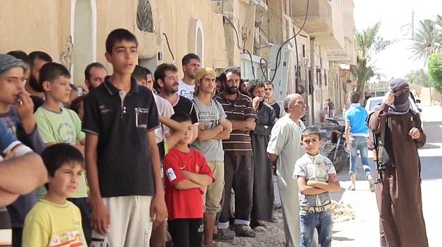 Terrorgruppen IS tvingade barn att stena homosexuella