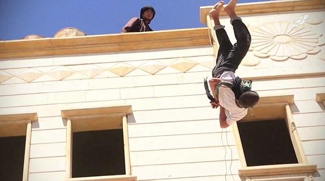 Stillbild från det brutala videoklippet.