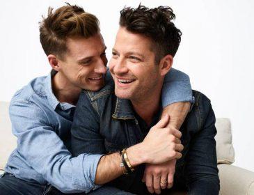 """Gaydesignerna Nate Berkus och Jeremiah Brent intar rollen som """"designdoktorer"""" i nytt TV-program"""